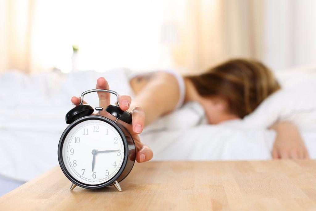 Tuân thủ những nguyên tắc này sẽ giúp bạn thoát khỏi chứng mất ngủ, trằn trọc mỗi đêm - Ảnh 2