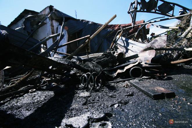 Vụ tai nạn thảm khốc làm 6 người chết ở Bình Phước: Tài xế xe ba gác va chạm với xe bồn xăng nói gì? - Ảnh 2