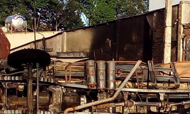 Vụ xe bồn chở xăng bốc cháy gây tai nạn thảm khốc: Gia đình 4 người cùng vùi mình trong biển lửa lúc rạng sáng - Ảnh 2