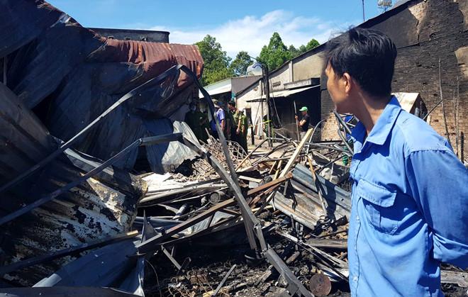 Xe bồn chở xăng cháy ở Bình Phước: 'Vợ con nó chết hết rồi' - Ảnh 4