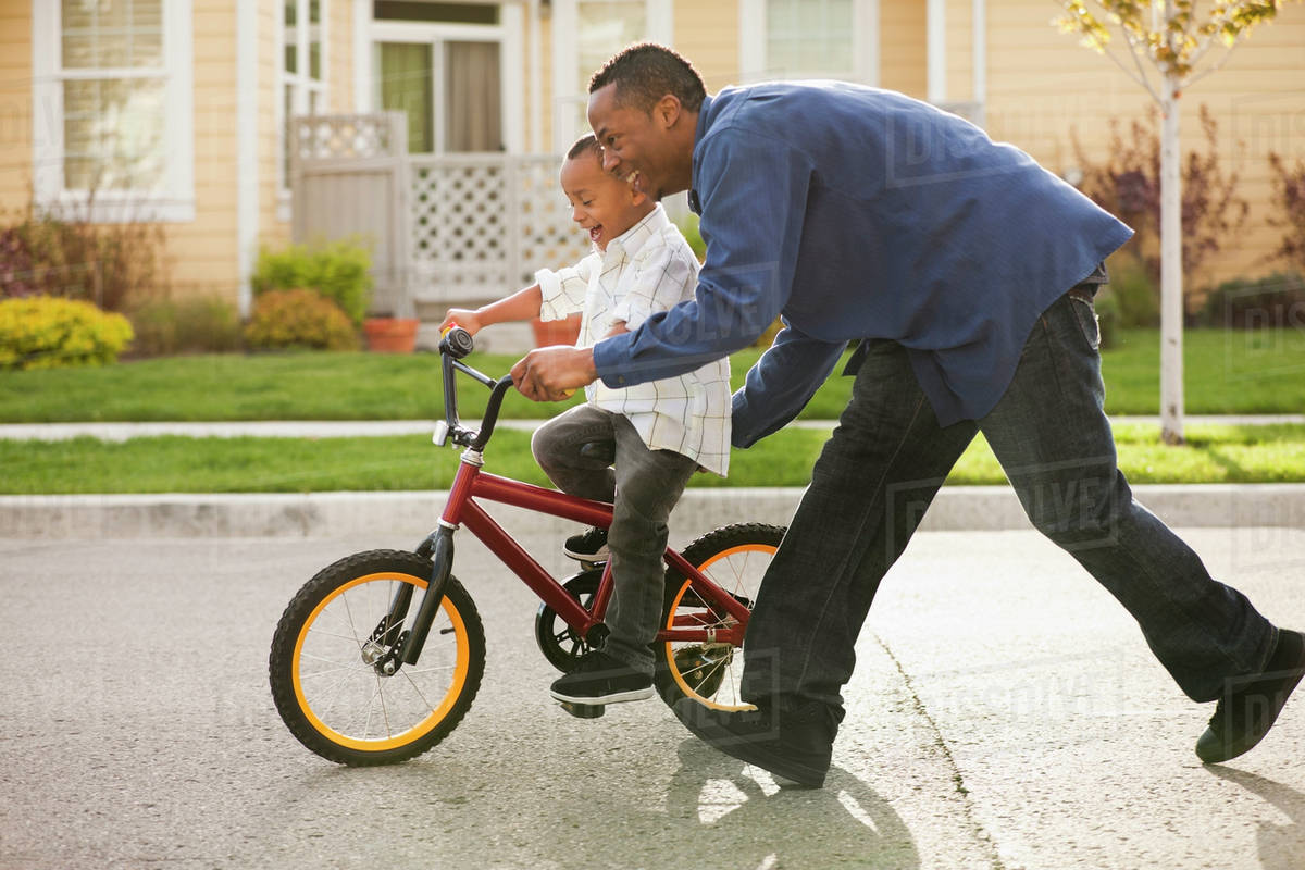 8 bài học chỉ có các ông bố mới dạy được con trai mình - Ảnh 1
