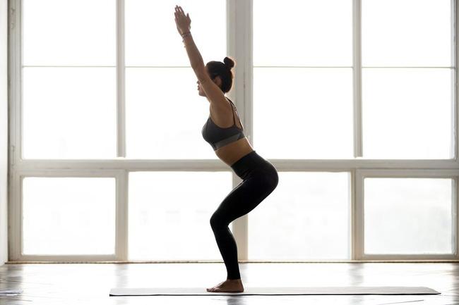 Những tư thế yoga tăng cường đốt cháy calo trong quá trình tập luyện - Ảnh 2