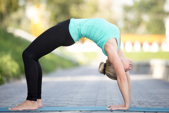 Những tư thế yoga tăng cường đốt cháy calo trong quá trình tập luyện - Ảnh 4
