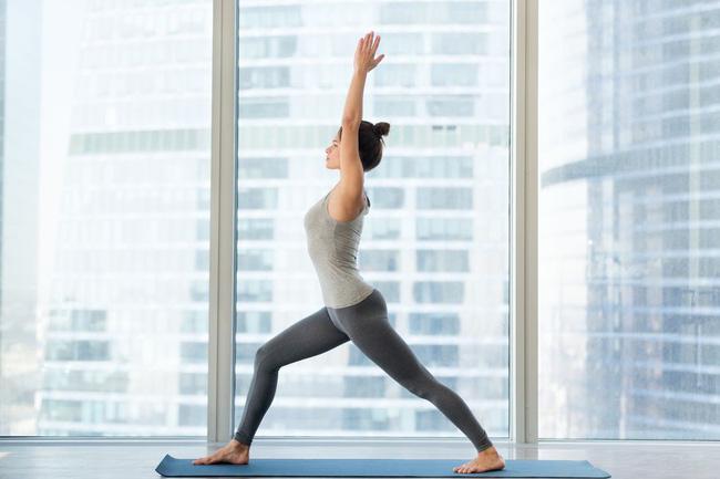 Những tư thế yoga tăng cường đốt cháy calo trong quá trình tập luyện - Ảnh 5