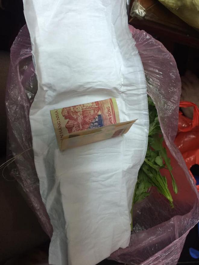 Tờ 200k gói trong bó rau từ quê gửi lên cho con gái cùng câu chuyện cảm động về tình mẹ - Ảnh 3