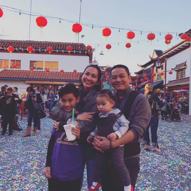 'Út Ráng' Kim Hiền tung ảnh cưới đẹp lung linh sau 5 năm kết hôn với chồng Việt kiều - Ảnh 1