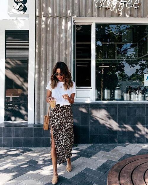 Gợi ý mặc đẹp với áo thun trắng trong mùa nồm ẩm - Ảnh 3