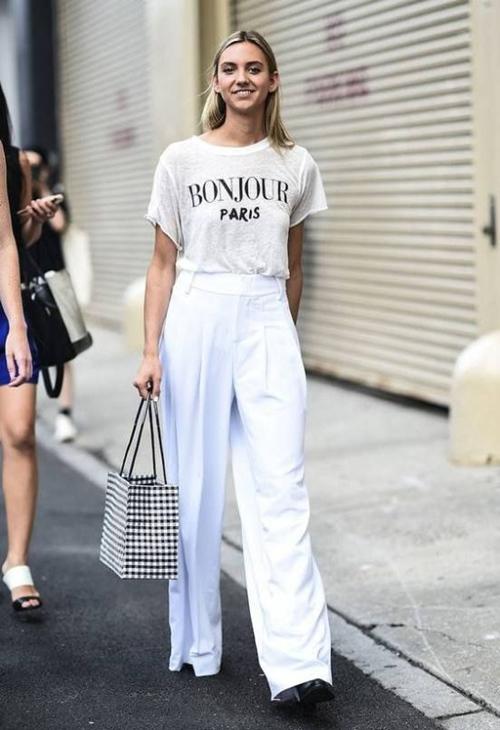 Gợi ý mặc đẹp với áo thun trắng trong mùa nồm ẩm - Ảnh 7