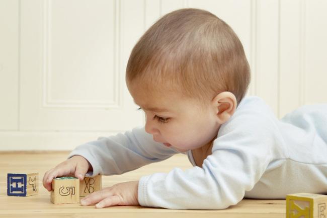 Lợi ích không ngờ của đồ chơi truyền thống với khả năng ngôn ngữ của trẻ mà cha mẹ chắc hẳn chưa biết - Ảnh 1