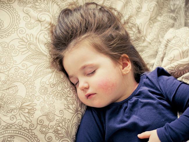 Mẹo hay giúp cha mẹ loại bỏ ngay những thói quen xấu hay gặp và đầy phiền nhiễu này ở con nhỏ - Ảnh 3