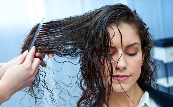 Tips cho nàng tránh xa mái tóc bết dính, đầy mồ hôi sau khi ra đường nóng bức - Ảnh 2