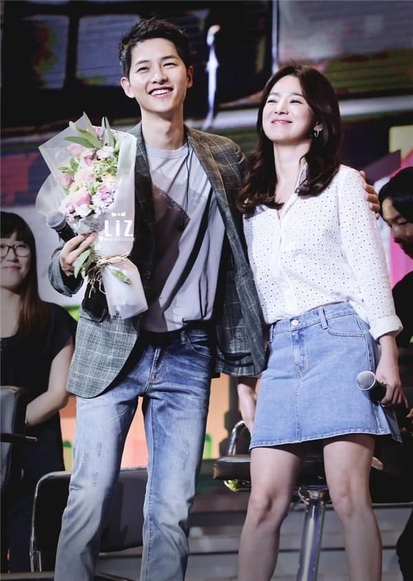 Truyền thông Trung Quốc bị chỉ trích vì tung tin đồn hẹn hò thất thiệt giữa cặp đôi Song Joong Ki - Song Hye Kyo - Ảnh 4