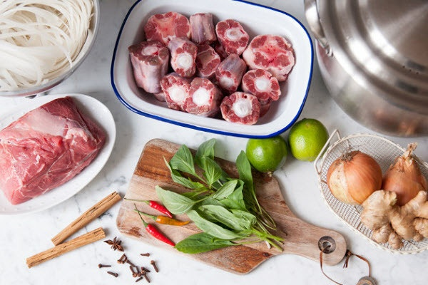 Làm bún thịt heo với riêu cua đậm đà cho ngày cuối tuần - Ảnh 2