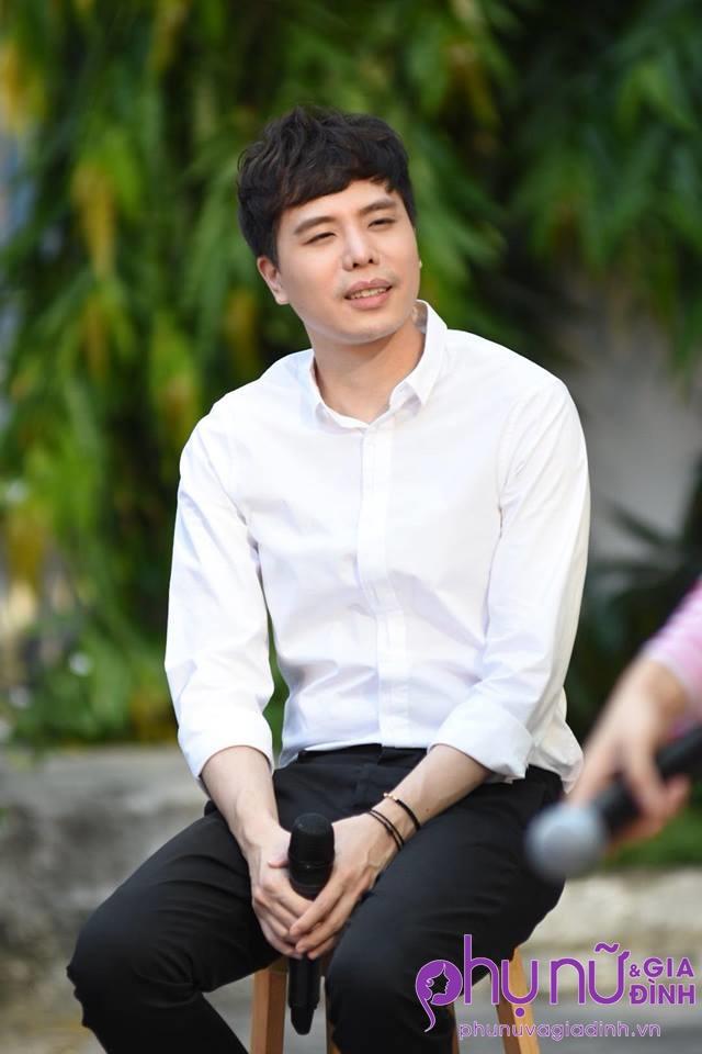 'Ông ngoại tuổi 30' Trịnh Thăng Bình xuất hiện siêu 'soái ca' làm chị em thổn thức - Ảnh 1