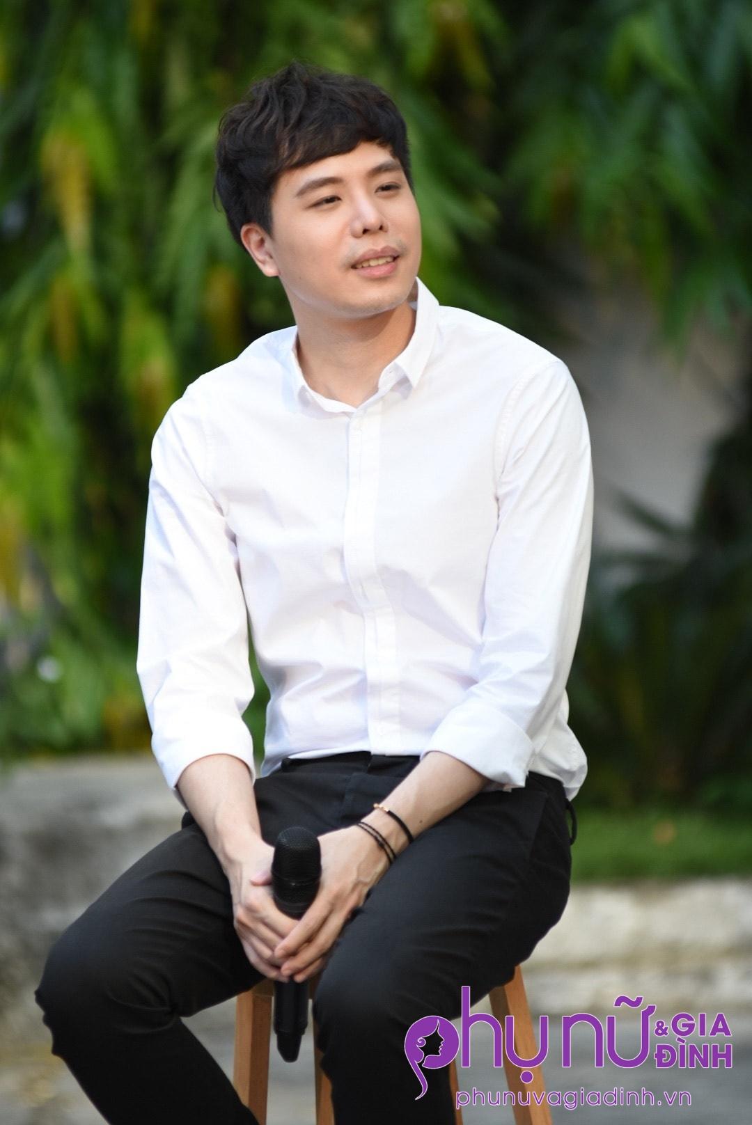 'Ông ngoại tuổi 30' Trịnh Thăng Bình xuất hiện siêu 'soái ca' làm chị em thổn thức - Ảnh 3
