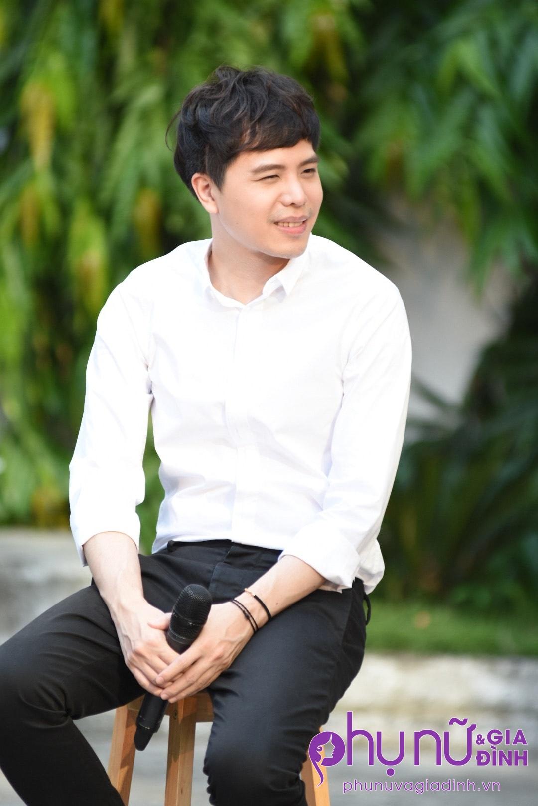 'Ông ngoại tuổi 30' Trịnh Thăng Bình xuất hiện siêu 'soái ca' làm chị em thổn thức - Ảnh 5