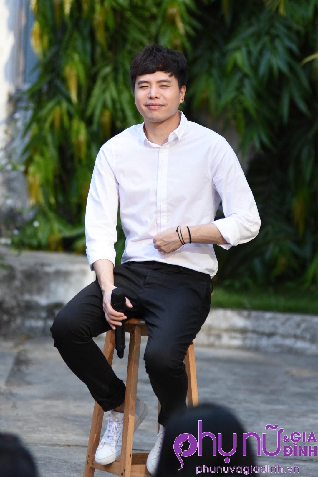 'Ông ngoại tuổi 30' Trịnh Thăng Bình xuất hiện siêu 'soái ca' làm chị em thổn thức - Ảnh 6