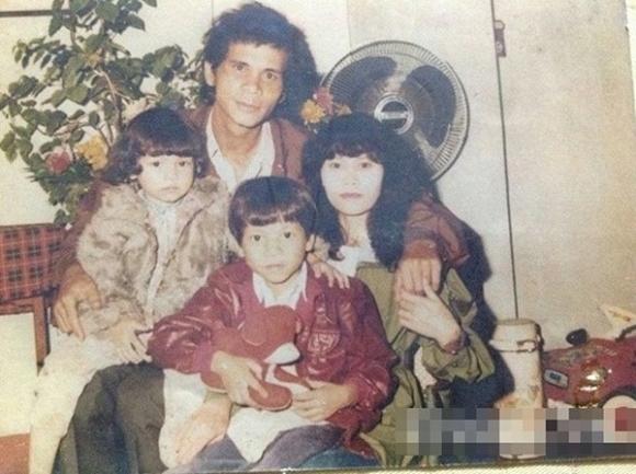 Khoe ảnh con gái cách đây gần 30 năm, mẹ Hà Hồ khen: 'Từ nhỏ mặt cô ấy đã sáng rồi' - Ảnh 4