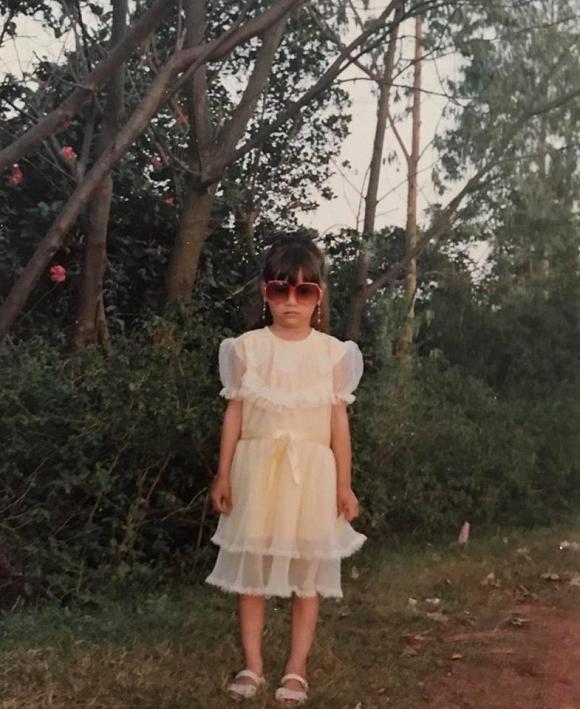 Khoe ảnh con gái cách đây gần 30 năm, mẹ Hà Hồ khen: 'Từ nhỏ mặt cô ấy đã sáng rồi' - Ảnh 7