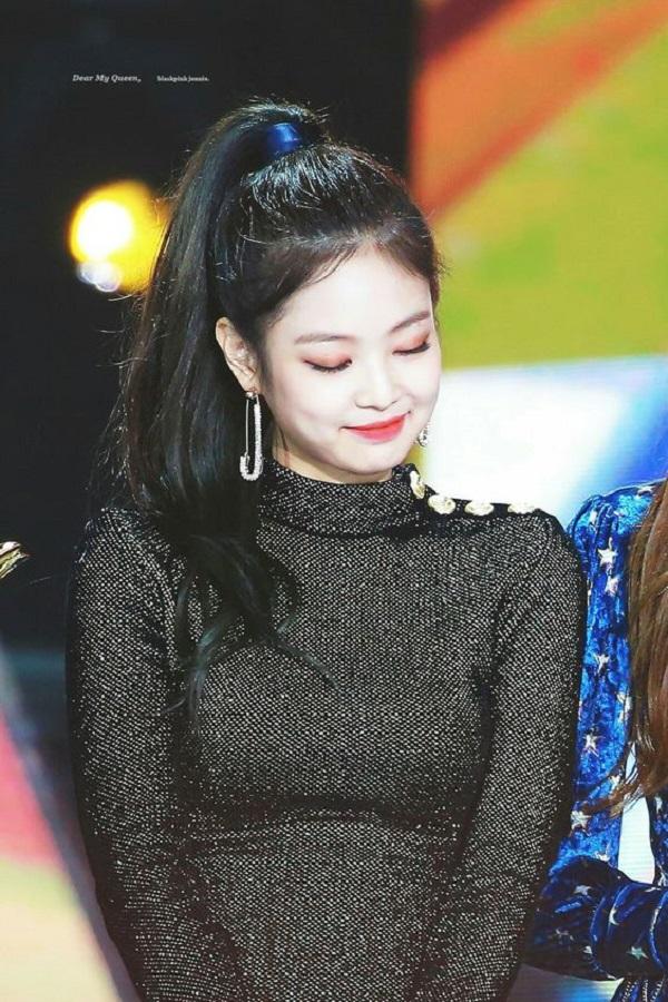 Jennie đích thị là idol tạo trend, để kiểu tóc nào cũng thành mốt đình đám - Ảnh 10