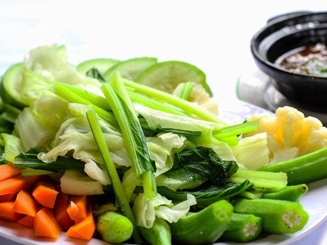 Muốn luộc rau giữ nguyên màu xanh và đầy đủ dinh dưỡng, phải thêm gia vị này - Ảnh 1