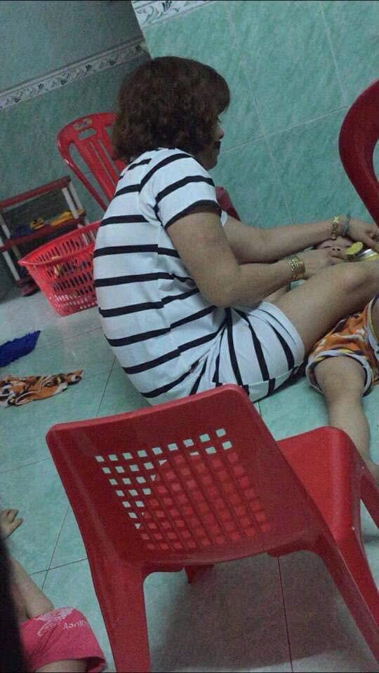 Bảo mẫu khai nguyên nhân bịt mặt, bạo hành bé 1 tuổi đến giãy giụa ngạt thở - Ảnh 1