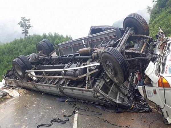 2 lao động Nghệ An tử vong trong vụ lật xe ở Lào - Ảnh 1