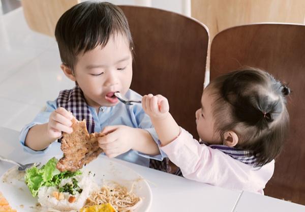 4 thực phẩm giúp trẻ tăng cường sức đề kháng khi trời nắng: Bé ăn ngon miệng tăng cân đều - Ảnh 2