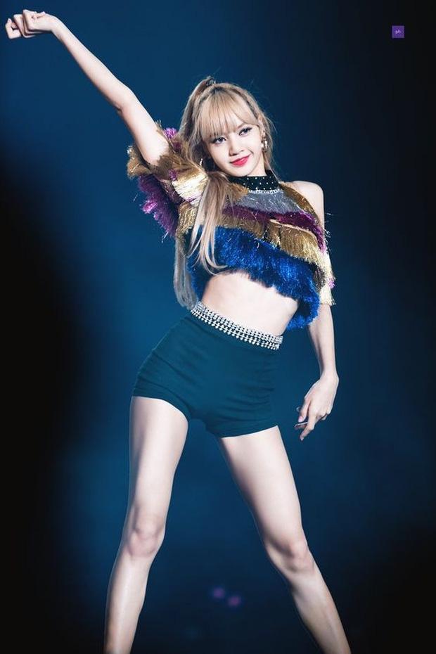 BLACKPINK 'nhá hàng' mà dân tình chỉ dán mắt vào vòng 1 của Lisa: Em út o ép bốc lửa, netizen 'rớt liêm sỉ' hàng loạt! - Ảnh 10