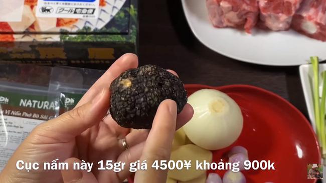 Quỳnh Trần JP chơi lớn với vlog làm phở từ nguyên liệu nhà giàu gồm thịt bò Kobe và nấm Truffle, 1 tô phở của nàng bằng vài chục tô ở Việt Nam - Ảnh 4