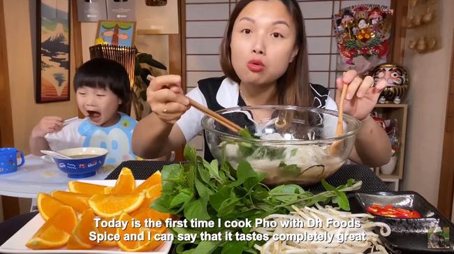 Quỳnh Trần JP chơi lớn với vlog làm phở từ nguyên liệu nhà giàu gồm thịt bò Kobe và nấm Truffle, 1 tô phở của nàng bằng vài chục tô ở Việt Nam - Ảnh 6