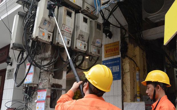 Vụ hộ dân nhận hóa đơn tiền điện gần 90 triệu/tháng: Tạm đình chỉ Trưởng phòng Kinh doanh Điện lực Vân Đồn - Ảnh 1