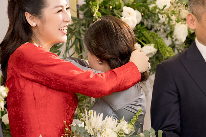 Bố mẹ Tú Anh bưng mặt khóc khi gả con gái - Ảnh 8