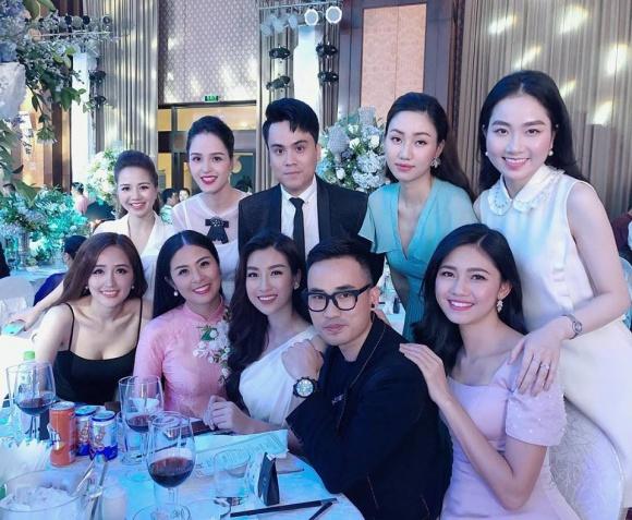 Mai Phương Thuý mặc váy dây khoe vòng 1 'nhức mắt' tại đám cưới Tú Anh - Ảnh 3