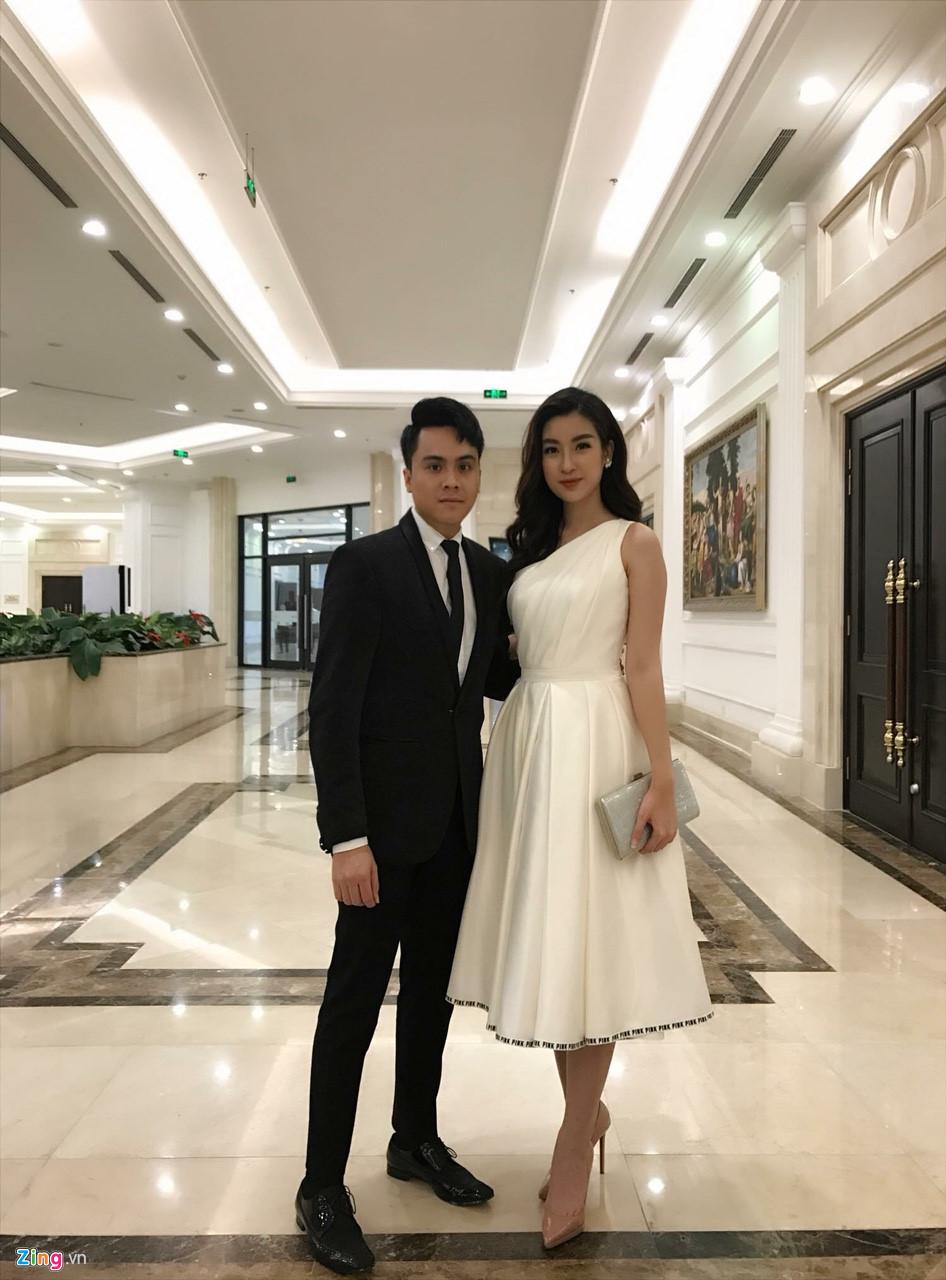 Mai Phương Thuý mặc váy dây khoe vòng 1 'nhức mắt' tại đám cưới Tú Anh - Ảnh 5