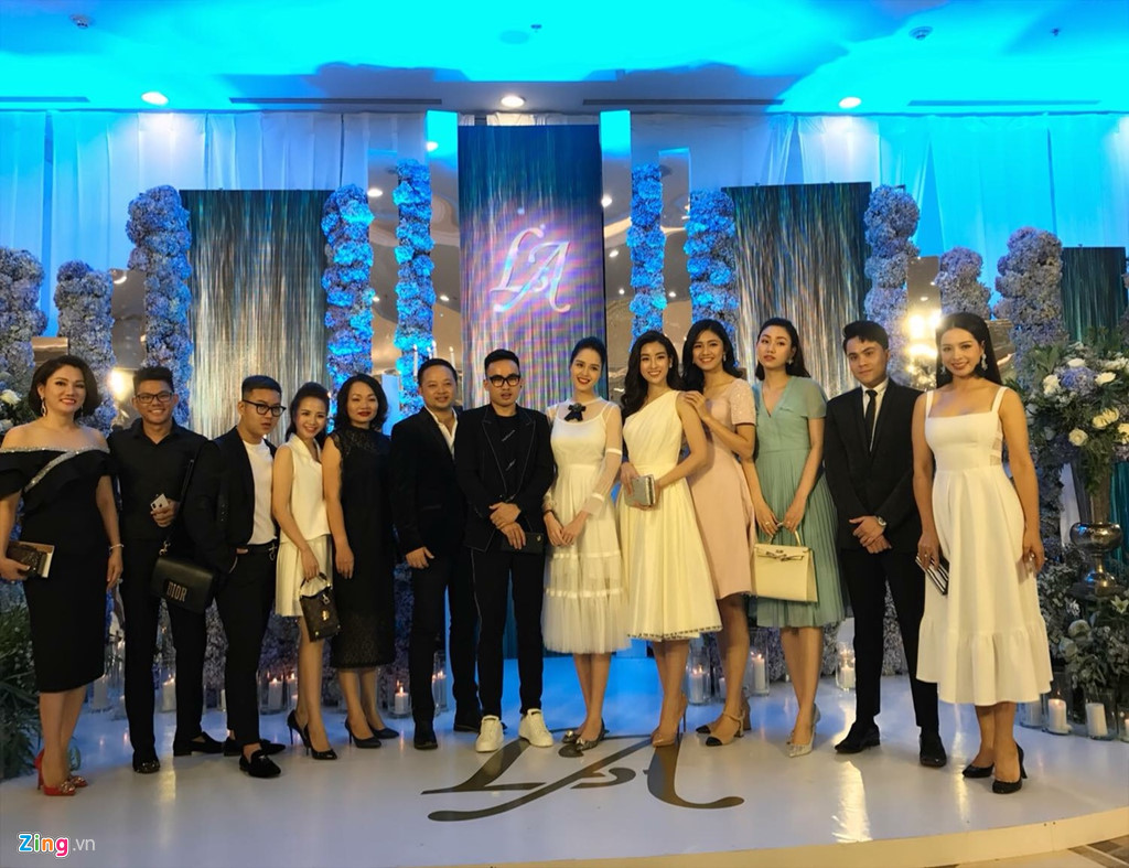 Mai Phương Thuý mặc váy dây khoe vòng 1 'nhức mắt' tại đám cưới Tú Anh - Ảnh 6