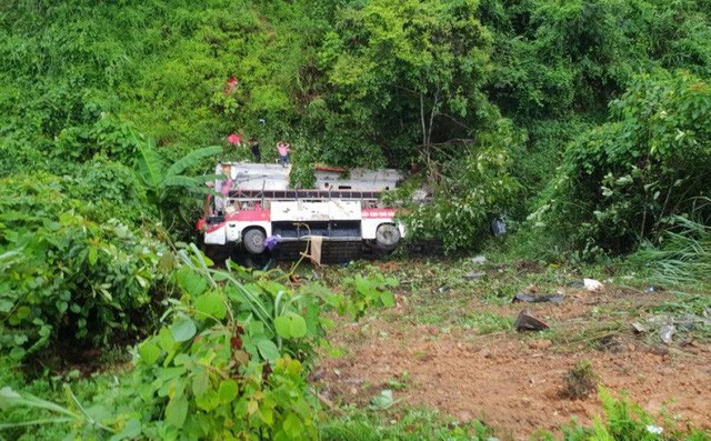 Xác định nguyên nhân ban đầu vụ xe khách lao xuống vực khiến 4 người tử vong - Ảnh 1