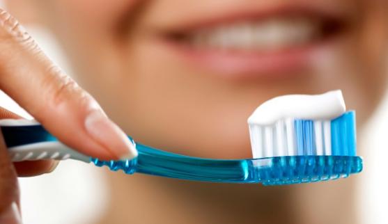 5 tác hại đáng sợ của việc lười đánh răng, không chăm sóc răng miệng đúng cách - Ảnh 3
