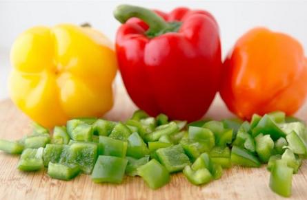 Món tôm xào ớt chuông đầy đủ dinh dưỡng đổi vị cho cả nhà - Ảnh 1