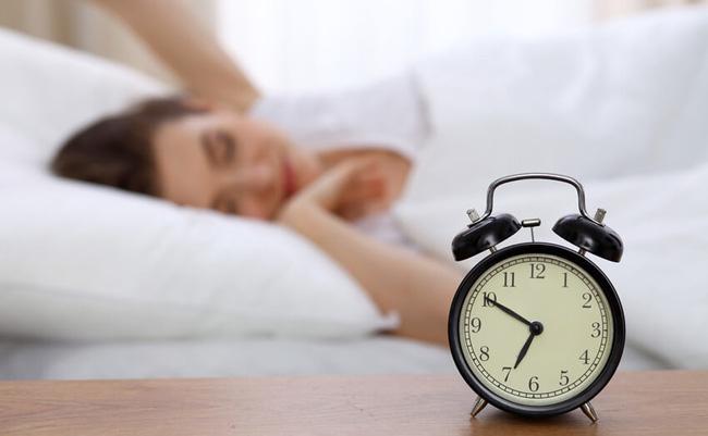 Tại sao ngủ đủ 8 tiếng nhưng sáng ra dân văn phòng vẫn ngáp ngắn ngáp dài ở công ty? - Ảnh 2