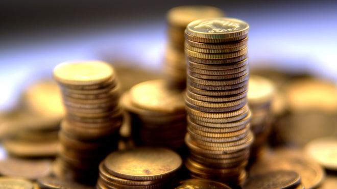 'Tiền bạc và trí tuệ cái nào quan trọng hơn?' và câu trả lời giúp người thợ rèn nhận được khoản tiền lớn: Đáng ngẫm - Ảnh 1