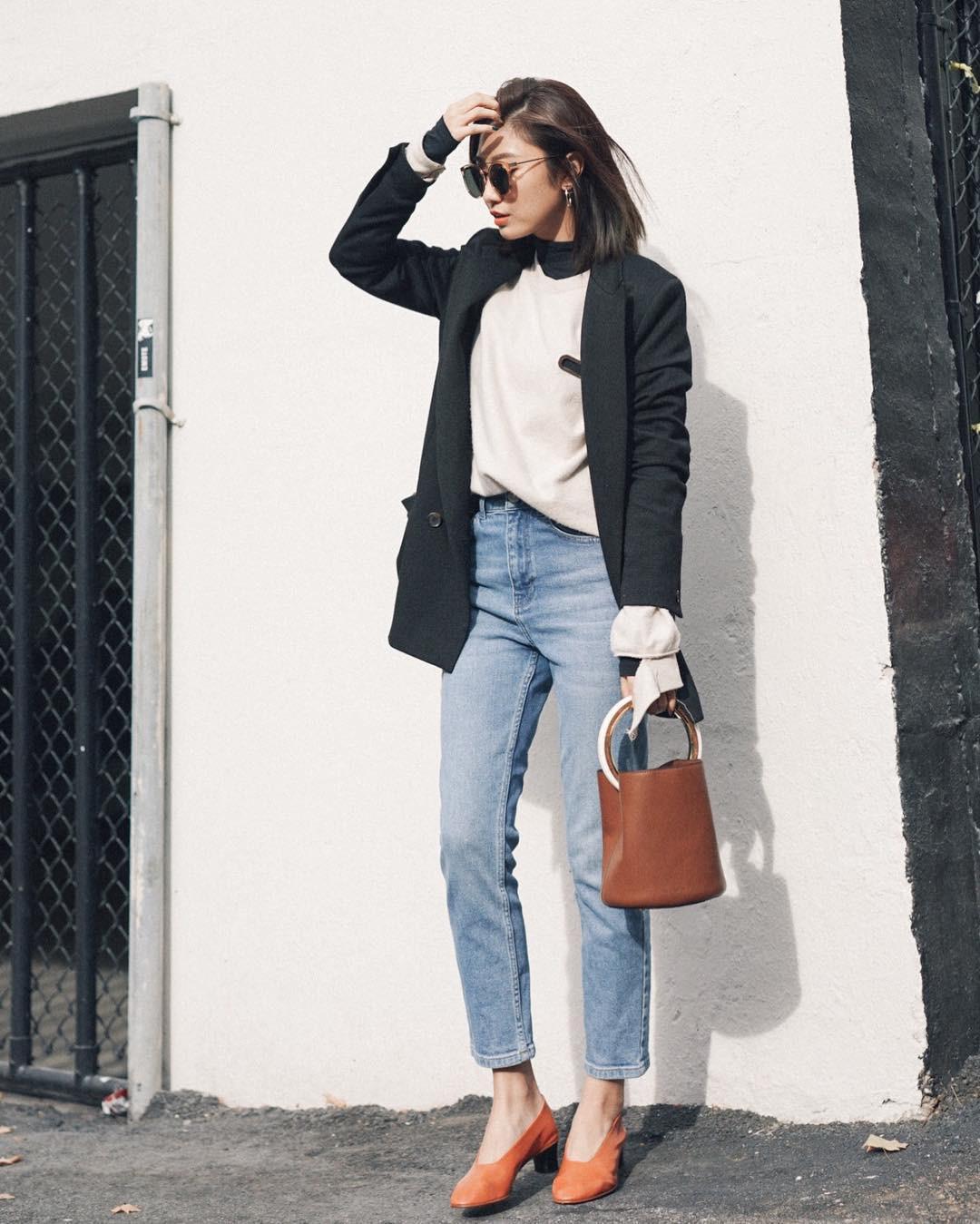 Diện quần jeans đi làm quả thực thú vị, nhưng mặc sao cho đúng chất công sở thì bạn cần nhớ 3 công thức sau - Ảnh 1