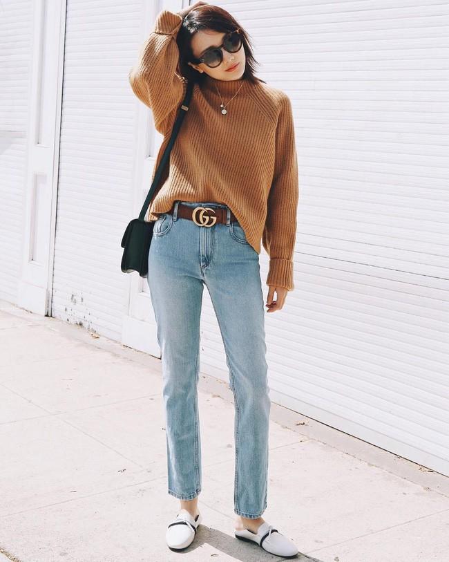 Diện quần jeans đi làm quả thực thú vị, nhưng mặc sao cho đúng chất công sở thì bạn cần nhớ 3 công thức sau - Ảnh 3