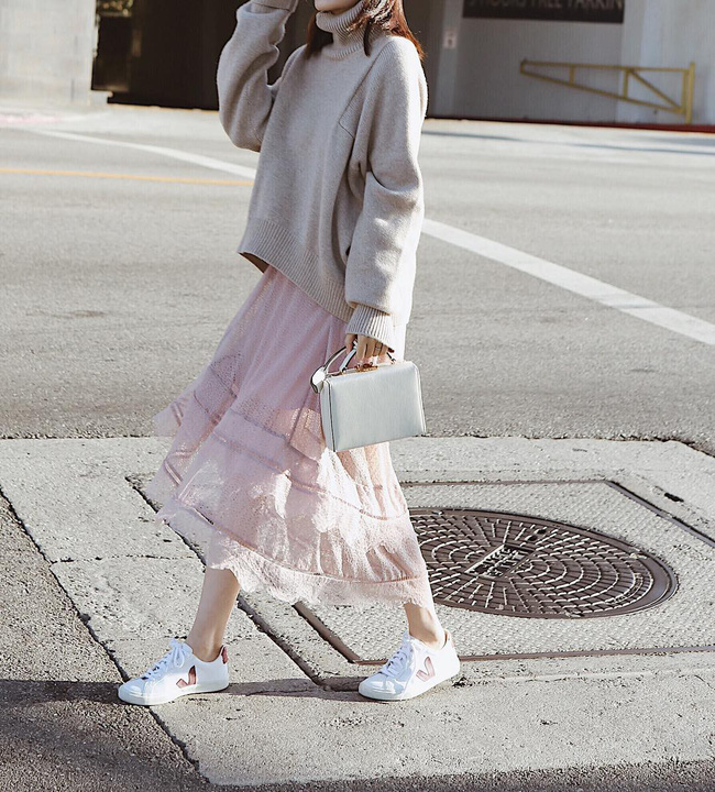 """Kết hợp cực """"ngọt"""" với mọi set đồ, sneakers chính là đôi giày phải sắm trong mùa đông năm nay - Ảnh 9"""
