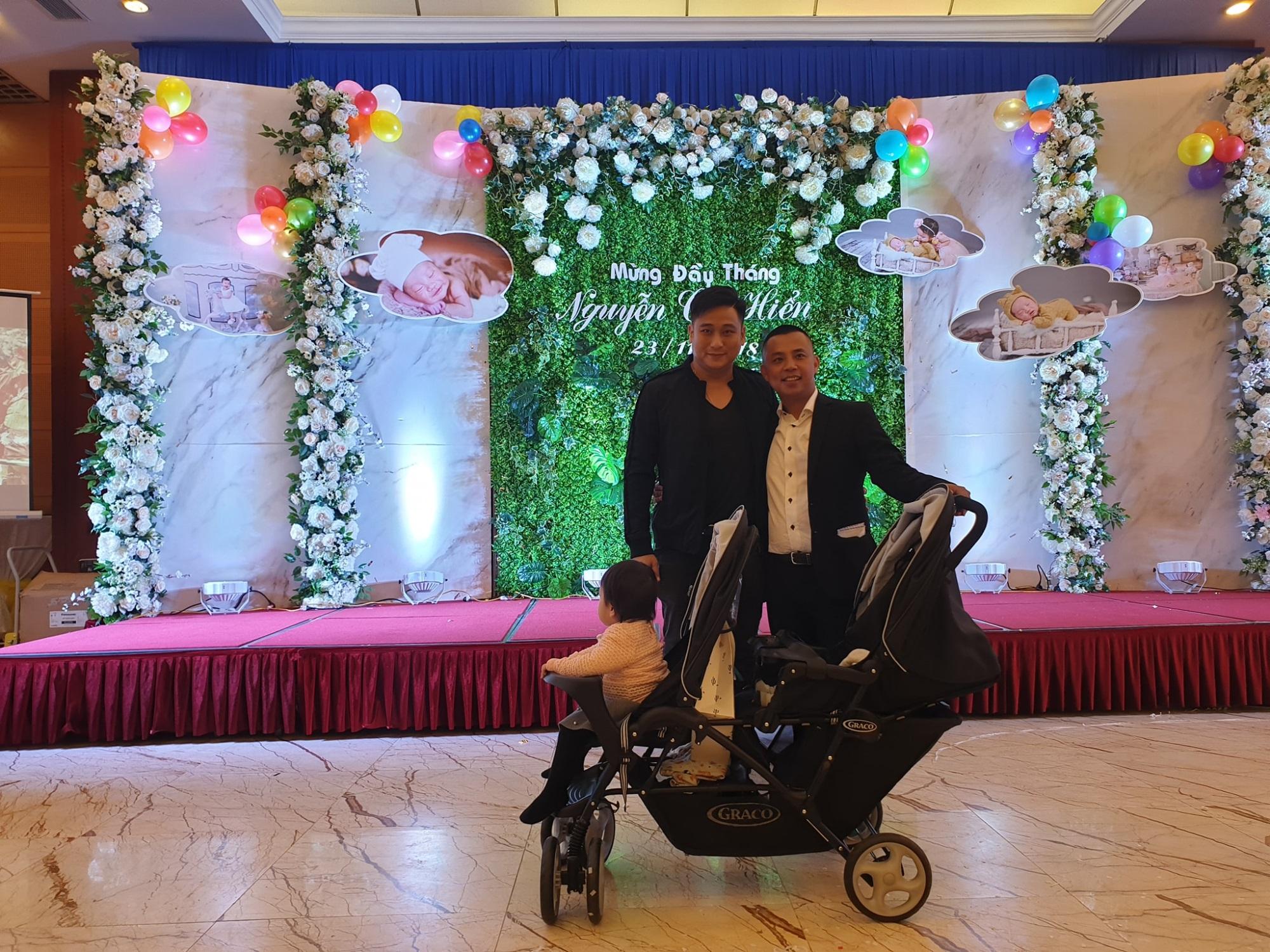 Lộ hình ảnh hiếm hoi trong tiệc đầy tháng con thứ hai của vợ chồng Chí Anh – Khánh Linh - Ảnh 2