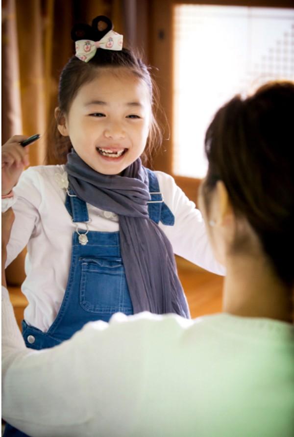 Trước 3 tuổi mẹ chỉ cần dạy 3 kỹ năng sống cho trẻ thì khi đi học không những mạnh dạn tự tin mà còn thông minh vượt trội - Ảnh 2