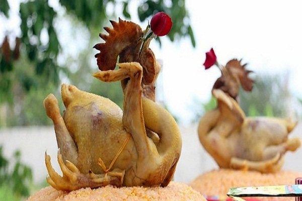 Chọn gà cúng tất niên nên chọn gà trống tơ chưa từng đạp mái