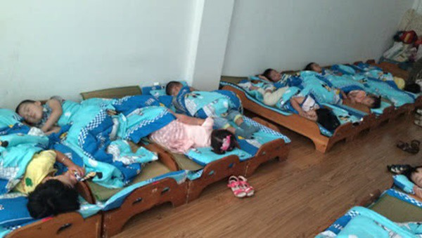 Đang ngủ trưa ở trường mẫu giáo, bé trai 5 tuổi miệng thâm đen, không thể thở và đột tử trong tích tắc - Ảnh 1