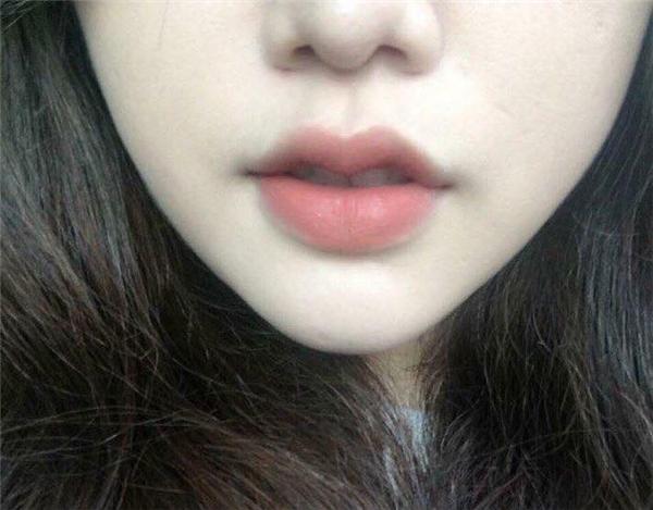 Đôi môi đầy đặn, hồng hào cho thấy sức khỏe tốt, đường con cái thuận lợi
