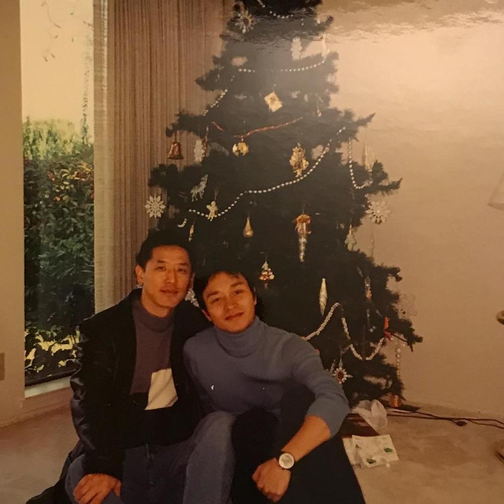 Xót xa nhìn lại khoảnh khắc Trương Quốc Vinh đón Giáng sinh ấm cúng bên Đường Hạc Đức - Ảnh 1
